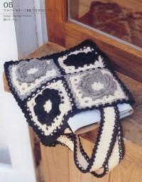 Вязание крючком. Сумочка из элементов с цветочным узором.