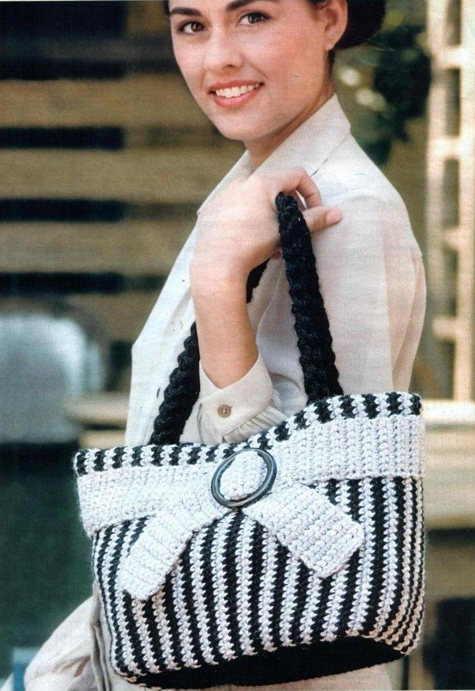Вязание крючком. Вязаная элегантная сумка с полосками.
