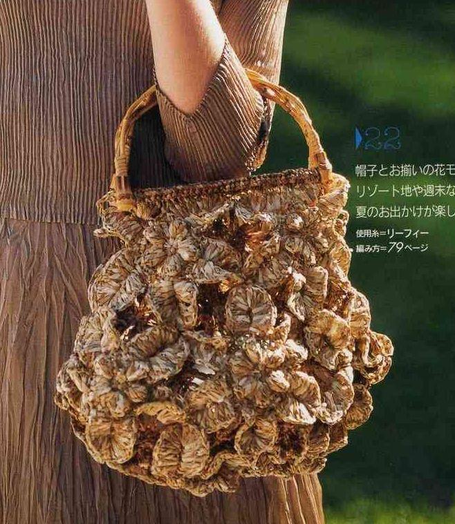 Вязание крючком. Сумочка из цветов и листьев.