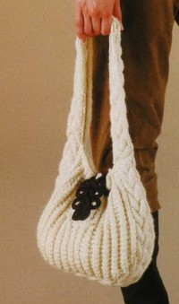 Связанные спицами сумочка и жакет.