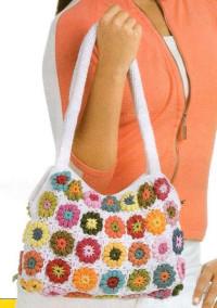 Вязание крючком. Очень веселенькая сумочка, связанная мотивами из остатков пряжи.