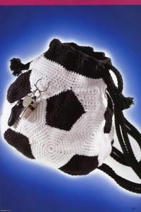 """Вязание крючком. Сумка - рюкзак """"футбольный мяч"""", связанная крючком."""
