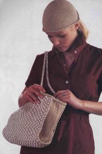 Вязание крючком. Комплект - сумочка и шапочка.
